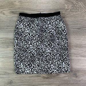 {Ann Taylor} Black & White Pencil Skirt Sz 0Petite